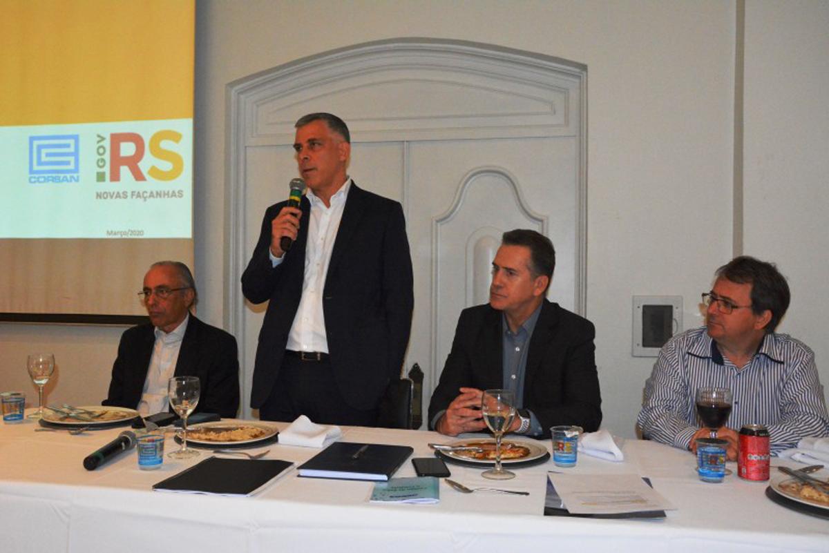 Presidente da Corsan palestra em reunião da AGEOS